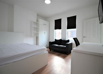 Thumbnail 4 bedroom property to rent in Queens Road, Clarendon Park, Leicester