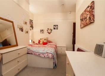 Thumbnail 4 bed flat to rent in Headingley Mount, Leeds, West Yorkshire