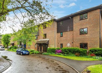 2 bed flat to rent in Collingwood Place, Walton-On-Thames, Surrey KT12
