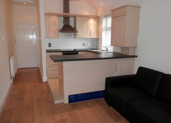 Thumbnail 1 bed flat to rent in Rodborough, Golders Green, London