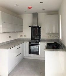 2 bed flat to rent in Horners Square, Hull HU1