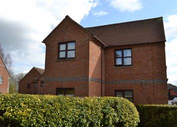 Thumbnail 2 bed flat to rent in Field Gardens, Nr Abingdon, Oxon