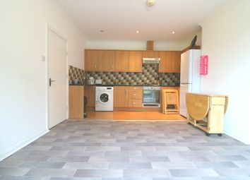 Thumbnail 4 bed flat to rent in Kings Avenue, London