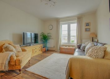 2 bed flat for sale in Woodlands Road, Wickford SS12
