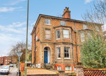 Epsom Road, Guildford GU1. 2 bed flat for sale
