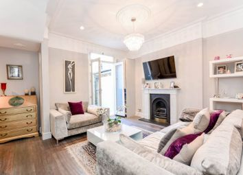 Thumbnail 2 bedroom flat for sale in Rigault Road, Parsons Green