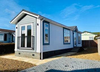 1 bed detached bungalow for sale in Woodside Park, Luton, Bedfordshire LU1