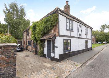 Waterside, Chesham, Buckinghamshire HP5. 3 bed cottage