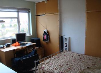 Room to rent in Applegarth Drive, Ilford IG2