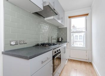 2 bed flat to rent in Rookstone Road, Tooting, London SW17