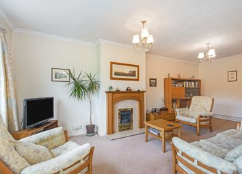 Oakleigh Avenue, Hullbridge, Hockley SS5. 2 bed semi-detached bungalow