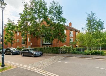 2 bed flat for sale in William Lucy Way, Oxford OX2