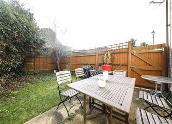 3 bed detached house to rent in Oliver Mews, London, Peckham SE15