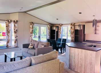 Thumbnail 2 bed mobile/park home for sale in Crows Lane, Northampton