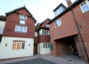 Thumbnail 2 bed flat to rent in Junction Road, Dorking