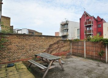 New Cross Road, London SE14. 2 bed flat