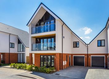 Thumbnail 5 bed link-detached house for sale in Carrolls Way, Oxted