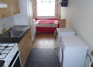 Thumbnail Room to rent in Stour Avenue, Southall