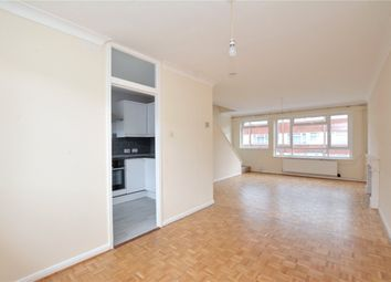 2 bed maisonette to rent in Alanthus Close, Lee, London SE12