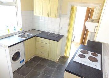 Thumbnail 1 bed flat to rent in Clarendon Park Road, Leicester