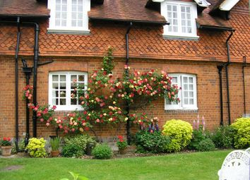 Thumbnail 1 bed flat to rent in Backsideans, Wargrave, Reading