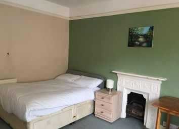 Thumbnail Studio to rent in High Street, Cross Keys