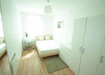 Thumbnail Room to rent in St George Wharf, Vauxhall, London SW8,