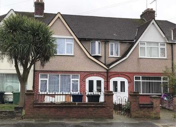 4 bed terraced house to rent in The Fairway, Northolt, Northolt UB5