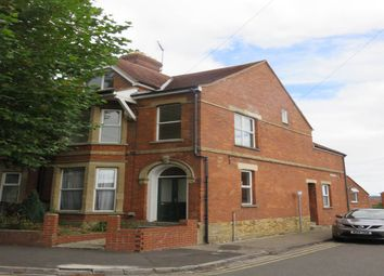 2 bed flat to rent in The Avenue, Yeovil, Somerset BA21