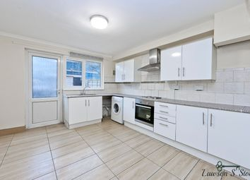 Thumbnail 4 bed town house to rent in Clifton Way, London