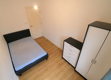 Thumbnail 5 bed flat to rent in Fenlake Road, Bedford