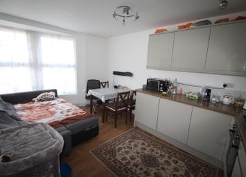 2 bed flat to rent in Station Lane, Hornchurch RM12