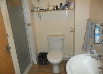 Thumbnail 3 bedroom flat to rent in Zinzan Street, Reading