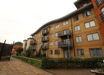 Thumbnail 2 bedroom flat for sale in Quadrant Court, Reading