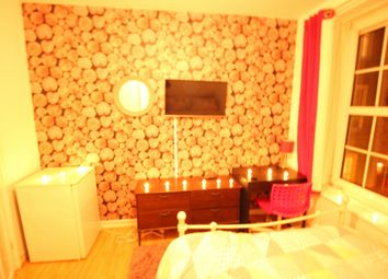 Thumbnail Room to rent in Wheler House, Shoreditch