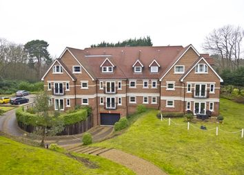 Portsmouth Road, Esher KT10. 3 bed flat