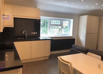 Thumbnail 4 bed flat to rent in De Bohun Avenue, Southgate, London