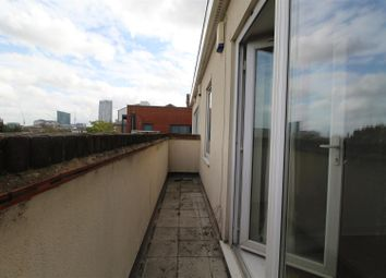 Thumbnail 1 bed flat to rent in Wick Lane, London