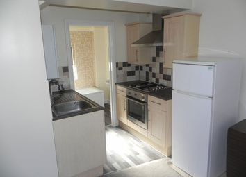 Thumbnail Flat to rent in Queens Road, Guildford, 4Jj.