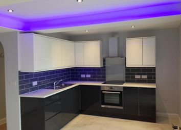 Thumbnail 2 bedroom flat to rent in Elliman Avenue, Slough