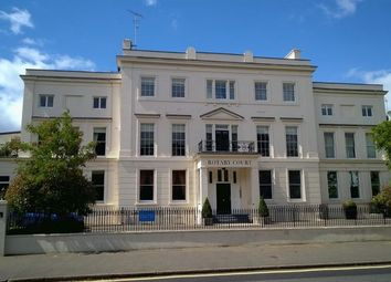 3 bed flat to rent in Hampton Court Road, East Molesey KT8