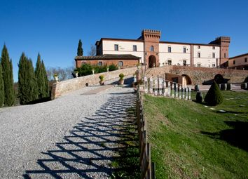 Thumbnail 5 bed villa for sale in Siena (Town), Siena, Tuscany, Italy