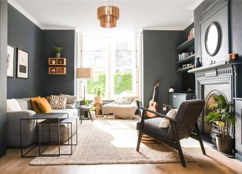 Shaftesbury Road, Crouch End Borders, London N19. 2 bed flat for sale