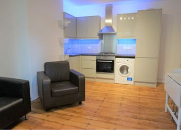 4 bed flat to rent in Poynders Gardens, London SW4