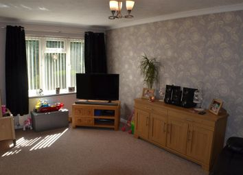 Thumbnail 3 bed property for sale in Sarisbury Close, Tadley