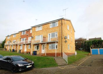 2 bed maisonette to rent in Westover Court, Downley, High Wycombe HP13
