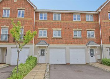 3 bed town house to rent in Crispin Way, Hillingdon, Middlesex UB8