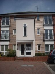 Thumbnail 2 bedroom flat to rent in Meadow Way, Reading