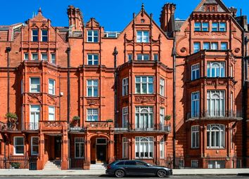 Thumbnail 4 bed flat for sale in Pont Street, London