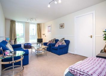 Thumbnail Flat for sale in Hilldrop Crescent, London
